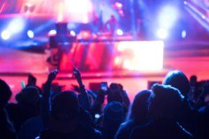 B'zの懐かしいライブをYouTubeで全作品を見たらどのくらい時間がかかる